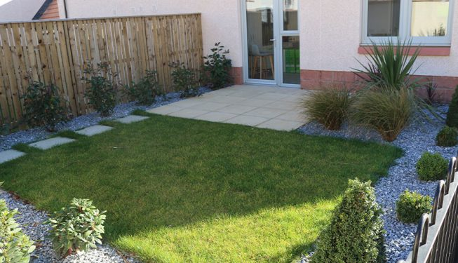 Small Garden with Turf and Gravel Bed
